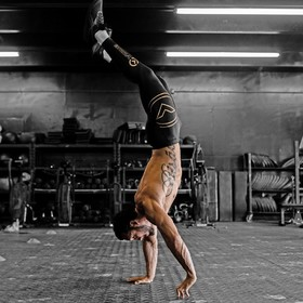 Lasts days of low prices for your sports stuff on wodabox.com 🖤⁠ ⁠ @virusintl⁠ @julianhsernacf ⁠ @furyphotography⁠ ⁠ #wodabox #wodaboxfamily #virusintl #thepassionthatdefinesyou #crossfit #gym #handstand  #training #gymlife #gymmotivation #sport #strong #fitfam #lifestyle #fashion #ootd #instagood